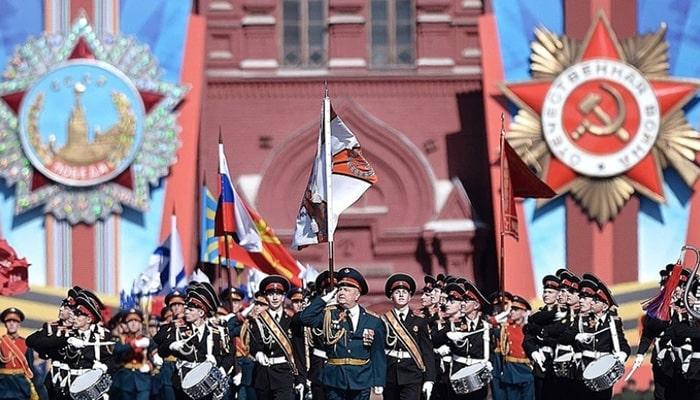 رژه در جشن پیروزی روسیه